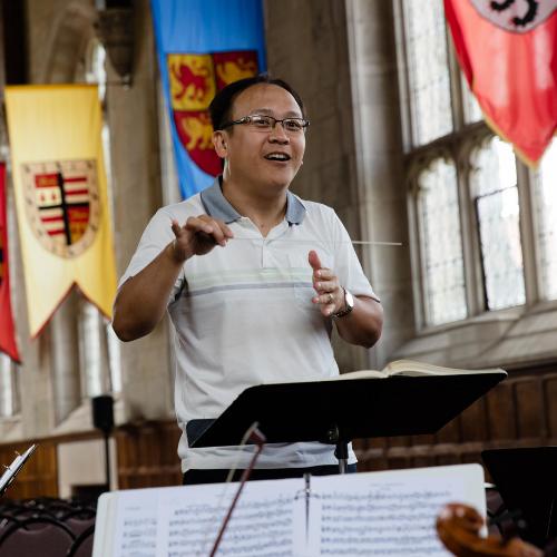 Thomas Hong conducting